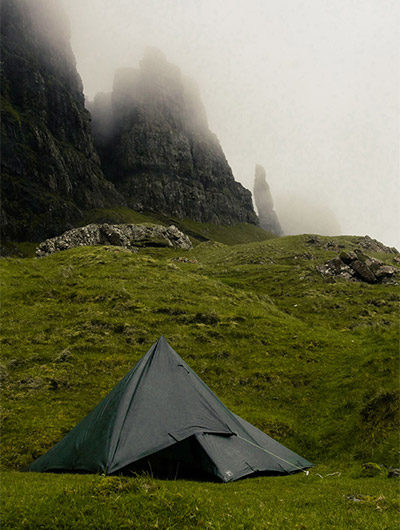Martin Dlabaja camping in Scotland with DD Tarp 3x3