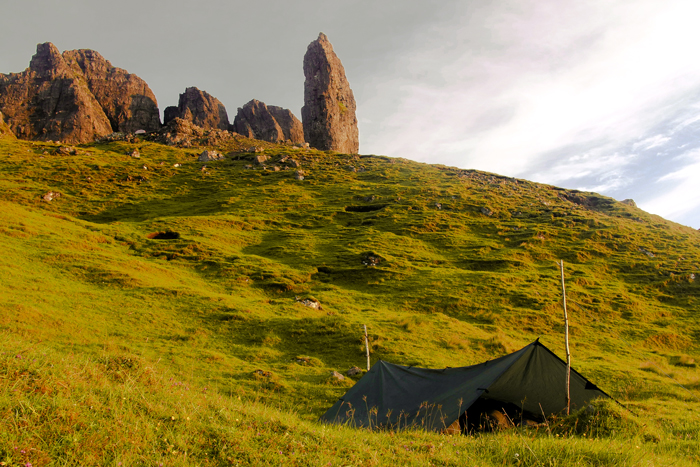 Martin Dlabaja camping with a DD Tarp 3x3 under the Old Man of Storr, Skye
