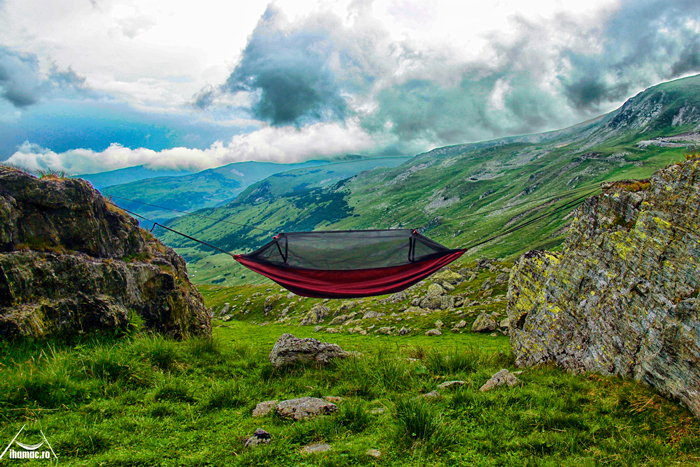 Victor from I Hamac in a DD Frontline Hammock, in Romanian mountains