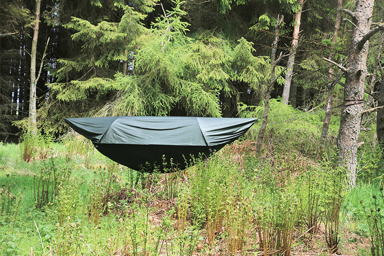 DD SuperLight Jungle Hammock with its waterproof canopy