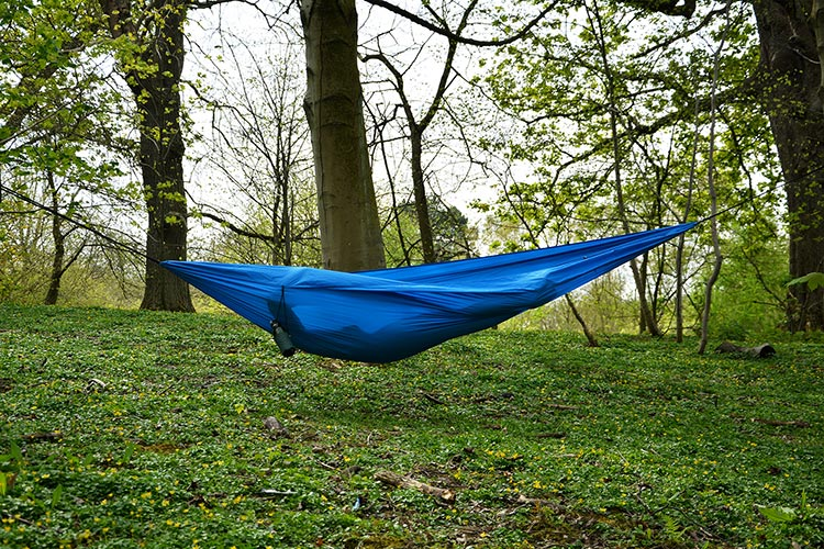 DD Chill Out Hammock - Electric blue set up outdoors