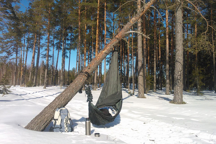 DD Travel Hammock in the winter snow