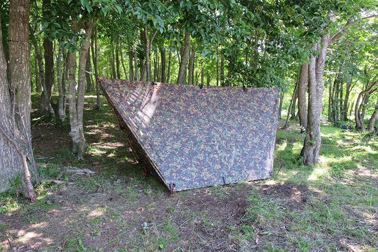 DD Tarp 3x3 multicam blends in very well in the woods
