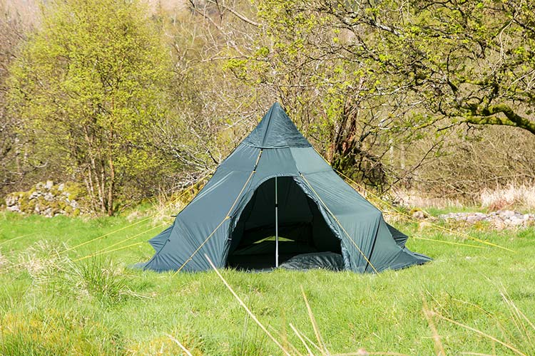 Extremely lightweight for its size - Spacious family size tent in a one man sized package & DD SuperLight Tipi